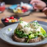 Kom zondags heerlijk ontbijten bij Bij Hen!